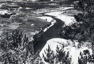 Río Miño en Castrelo, antes de facer o encoro.  Fotografía de Xocas (Xoaquín Lorenzo Fernández).